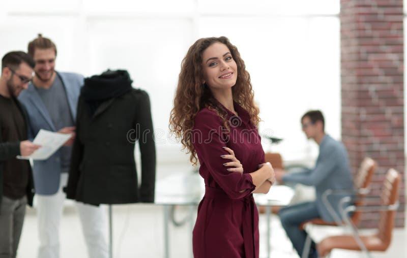 Stilista, sul fondo dello studio immagini stock