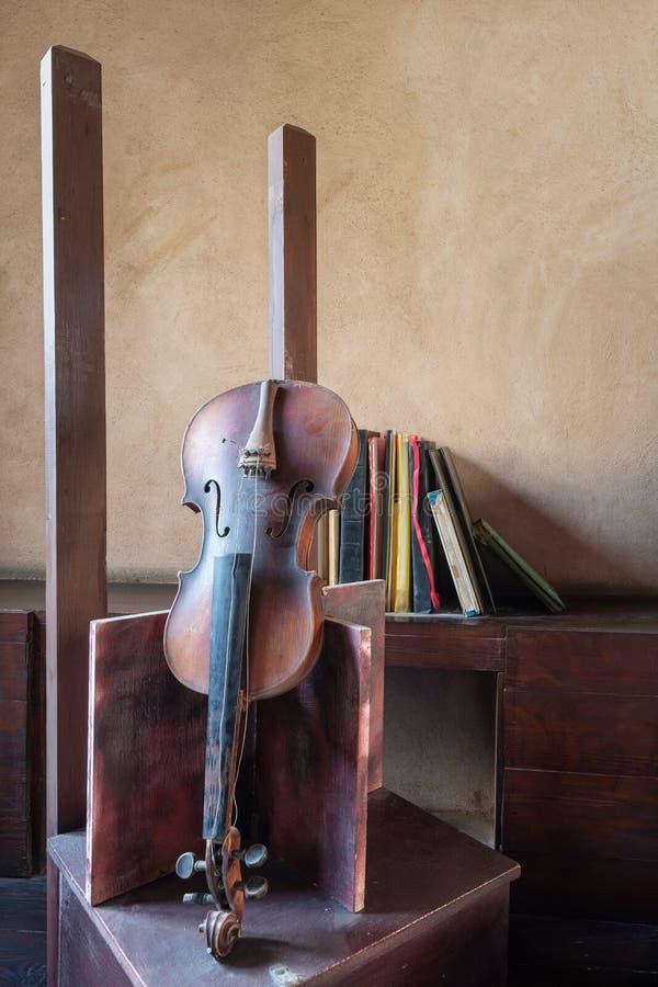 Still life of broken old broken violin and vintage grunge books stock images