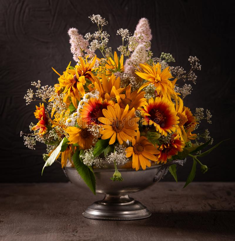 Free Still Life With Bright Summer Flowers On A Dark Background Stock Photo - 151072470