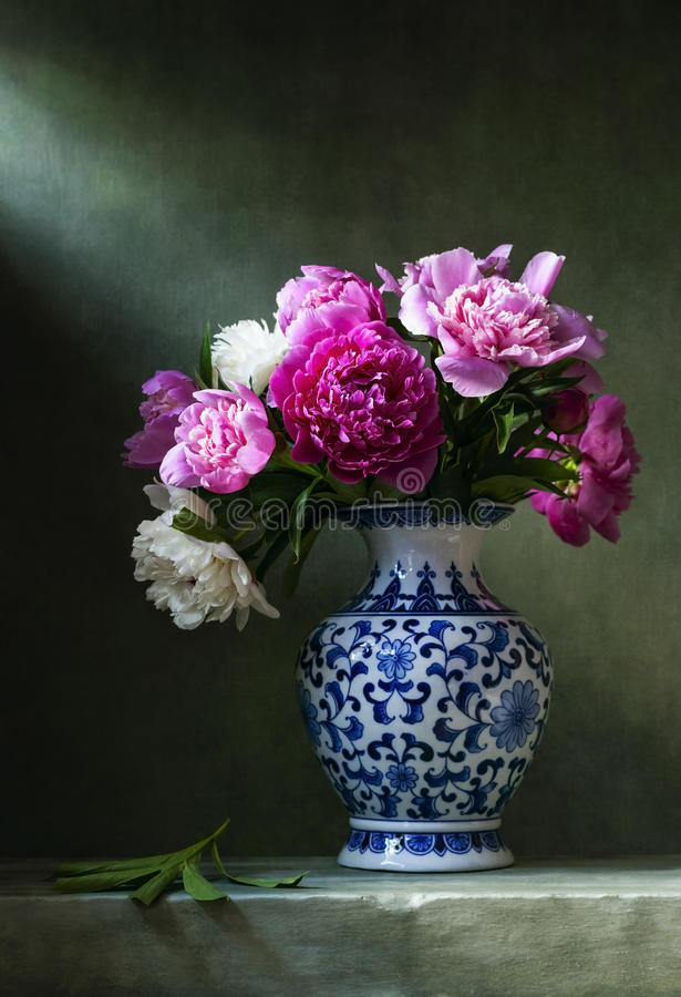 Free Still Life With Peonies In A Chinese Vase Stock Photography - 95674162
