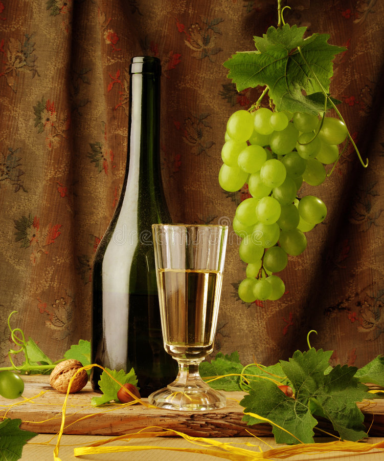 Free Still Life With Wine And Hanging Grape Stock Photo - 5828010
