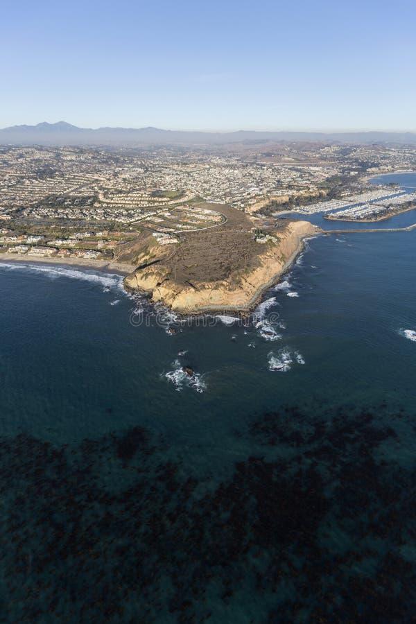 Stillahavs- brunalg och Dana Point California Aerial arkivfoton