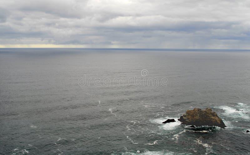 Stillahavs- rocks två för hav royaltyfri foto