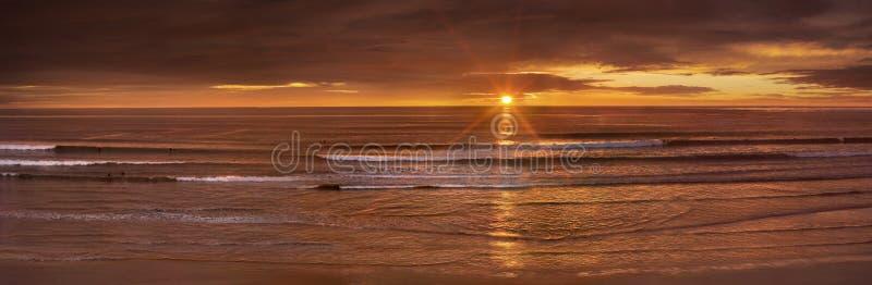 Stillahavs- solnedgång för hav royaltyfri bild