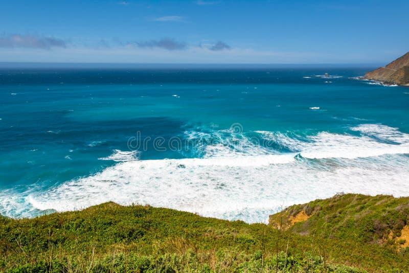 Stillahavskusten och oceanen, Kaliforniens landskap, Förenta staterna royaltyfri foto