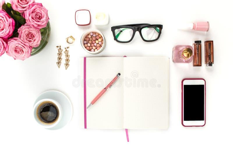 Stilleben av modekvinnan, objekt på vit fotografering för bildbyråer