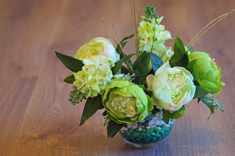 Stilleben - blommor i en vas arkivbilder