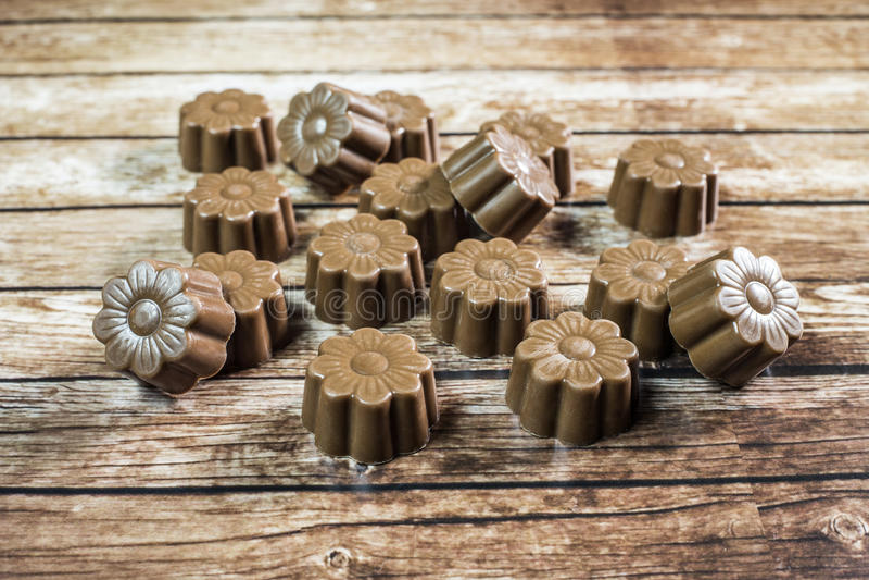 Stilleben för några choklader arkivbilder