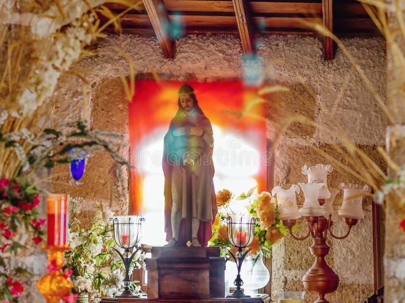 Stilleben idyll i ett litet kapell i bergen från sthe som är södra av Tenerife royaltyfria foton