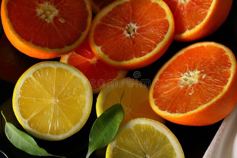 Stilleben med apelsiner och citroner arkivbild