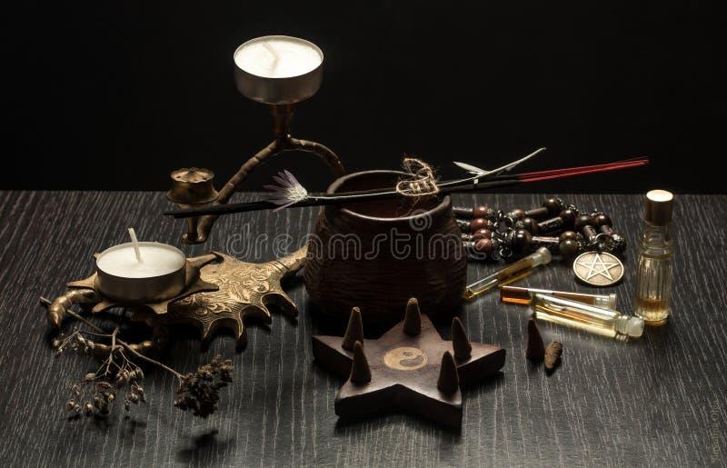 Stilleben med magiska objekt, arkivfoto
