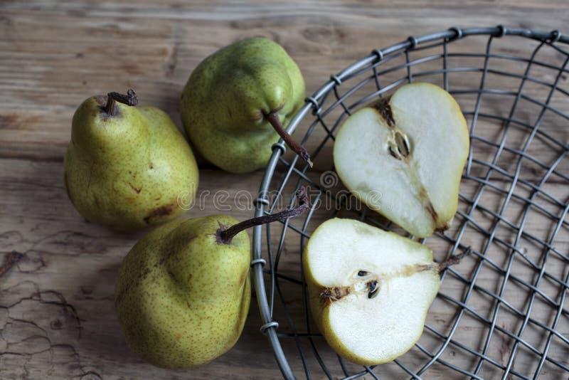 Stilleben med päron fotografering för bildbyråer