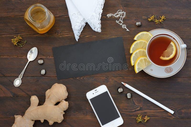 Stilleben med te och honung royaltyfria foton