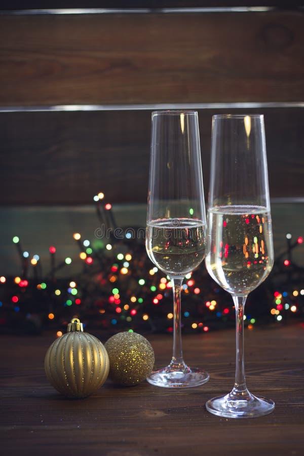 Stilleben med två champagneexponeringsglas arkivfoton
