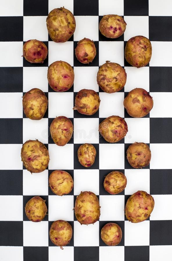 Stilleben med unga potatisar fotografering för bildbyråer