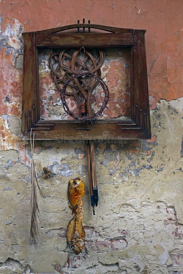 Stilleben på den forntida väggen royaltyfri foto