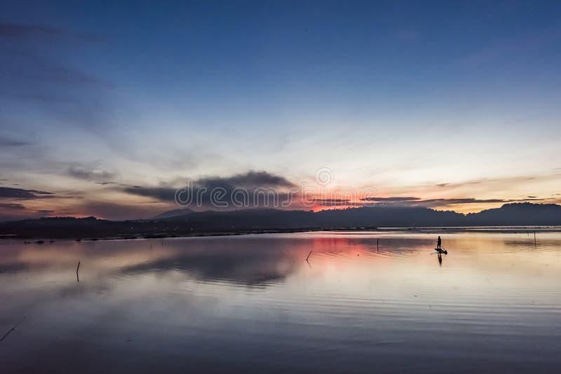 Stiller See morgens stockbild
