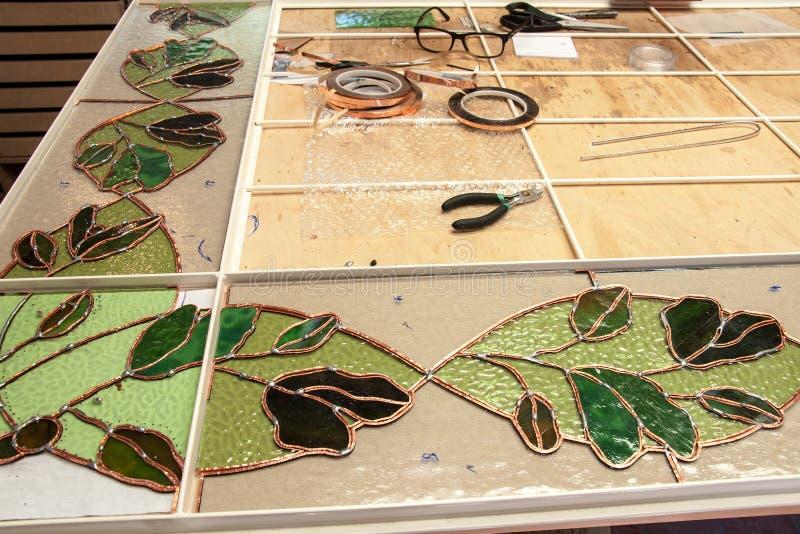 Stilleven bij de fabrikant van gebrandschilderd glas stock fotografie