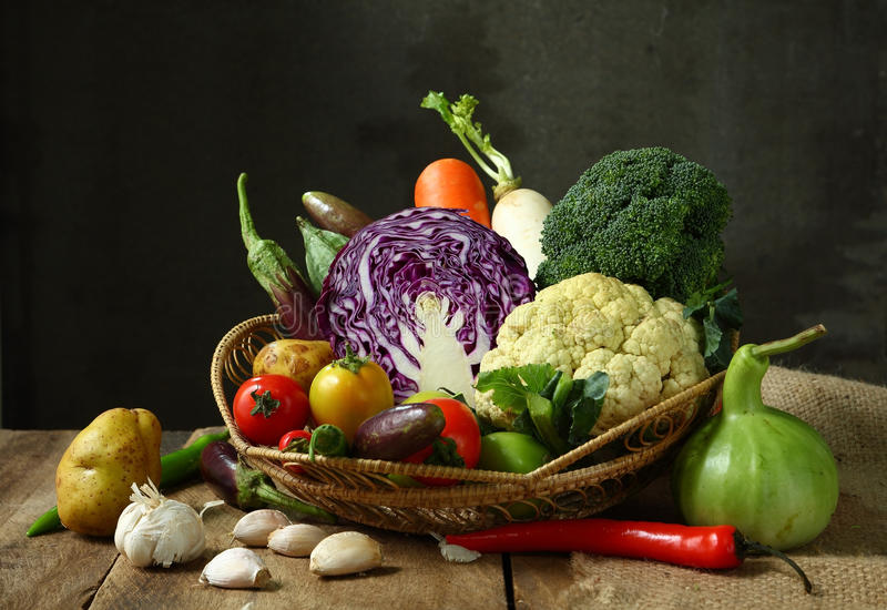 Stilleven geoogste groenten landbouw op houten backgrou royalty-vrije stock fotografie