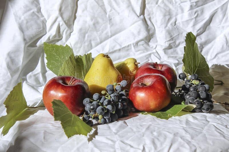 Stilleven met appelen en peren royalty-vrije stock foto's