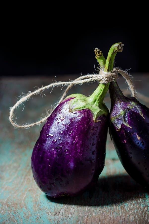Stilleven met Aubergine (aubergine) royalty-vrije stock afbeeldingen