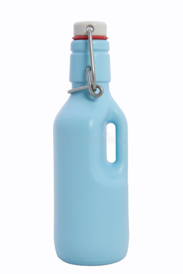 Stilleven met Blauwe fles op een witte achtergrond stock foto's