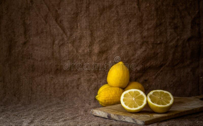 Stilleven met citroenen royalty-vrije stock afbeeldingen
