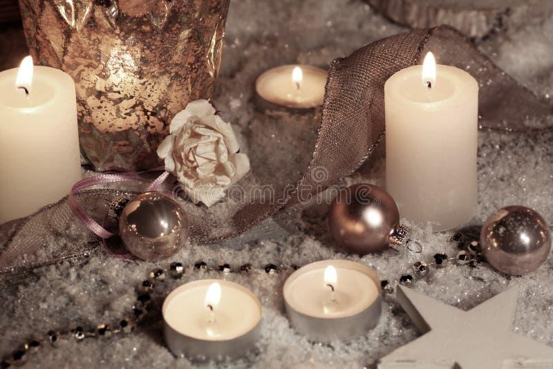Stilleven met kaarsen voor Kerstmis stock fotografie