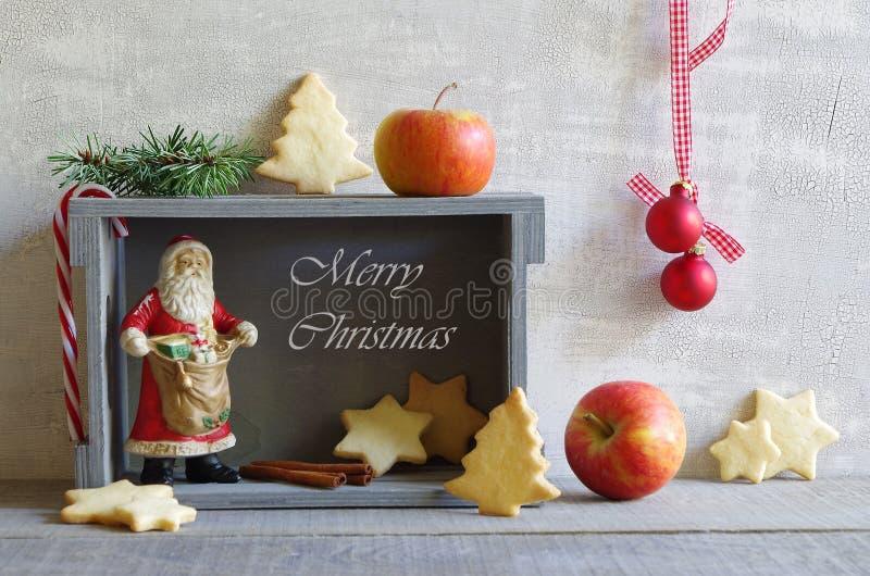 Stilleven met Kerstmis bisquits en santa royalty-vrije stock foto's