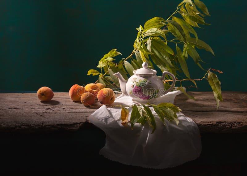 Stilleven met Perziken stock afbeelding