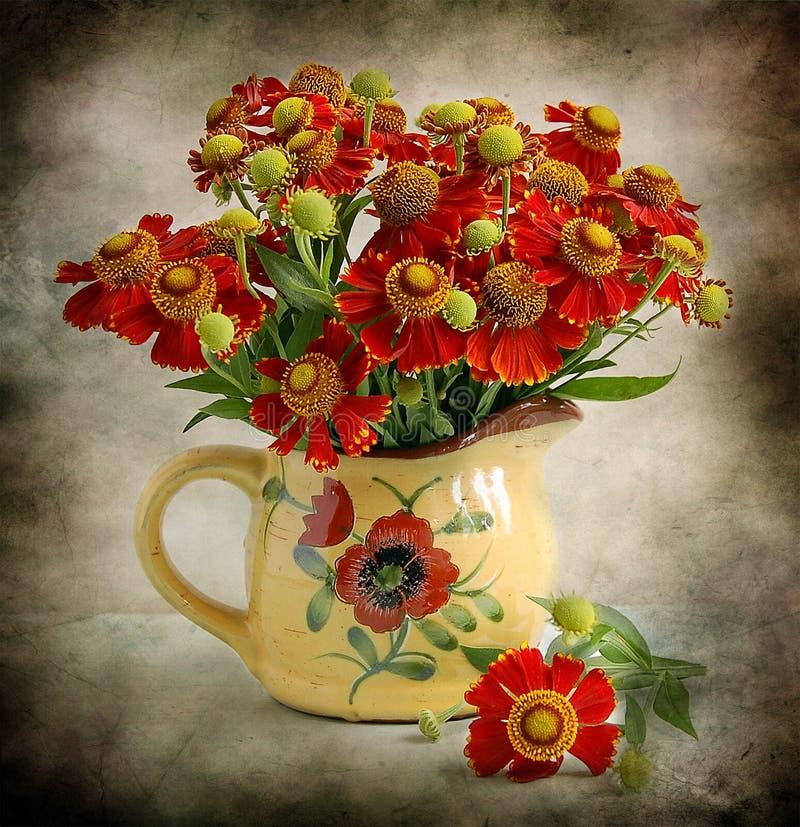 stilleven met rode bloemen royalty-vrije stock foto's