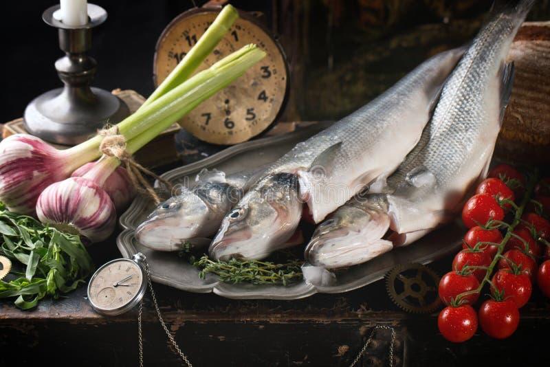 Stilleven met ruwe vissen royalty-vrije stock afbeelding