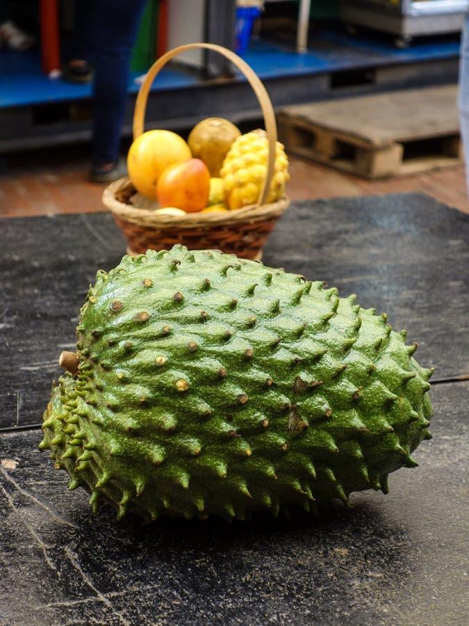 Stilleven met typische Columbiaanse vruchten royalty-vrije stock afbeeldingen