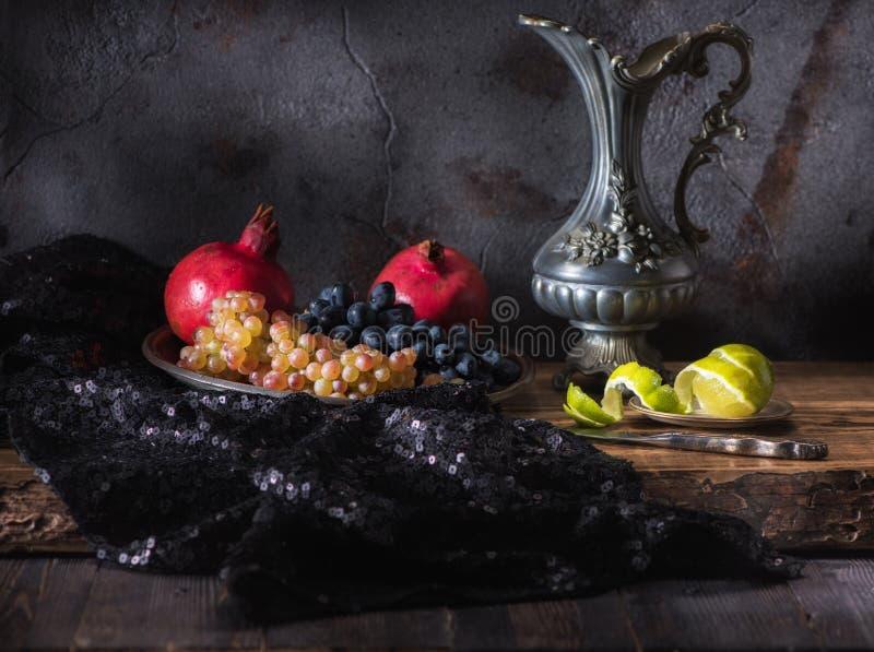 Stilleven met vruchten en wijn royalty-vrije stock foto