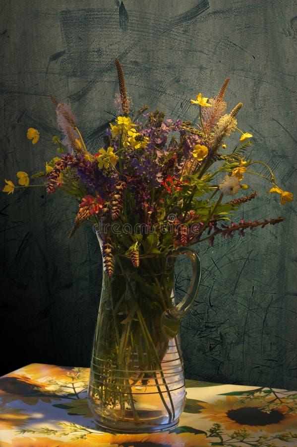 Stilleven - vaas met bloemen stock foto
