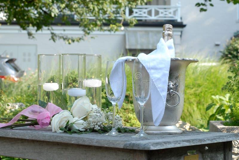 Stilleven van champagne voor huwelijksvoorstel royalty-vrije stock foto's