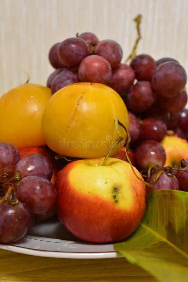 Stilleven: vruchten en een verlof royalty-vrije stock fotografie