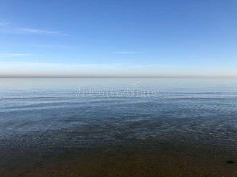 Stillhetvatten av Lake Michigan royaltyfri foto