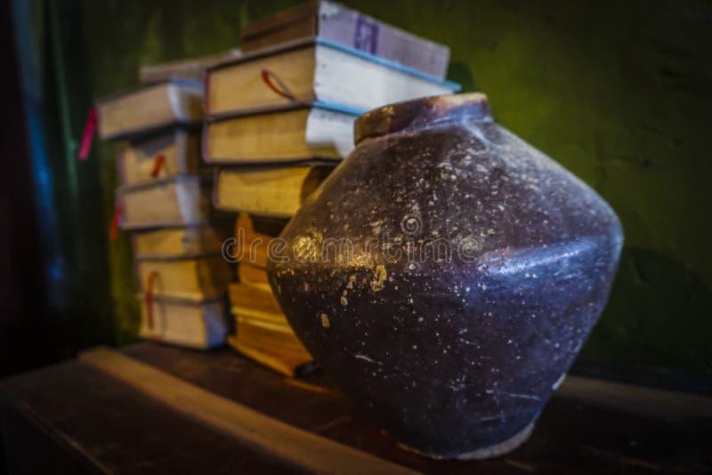 Stillleben in einem Buch stockfotografie