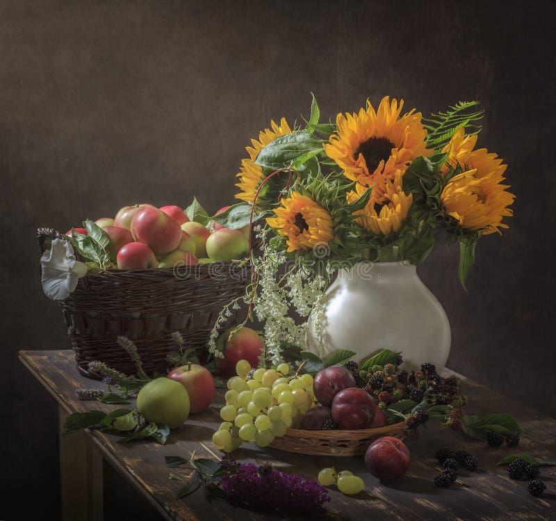 Stillleben-Geschenke des Herbstes stockbilder