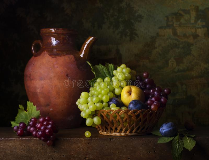 Stillleben mit Trauben und Birnen stockfotografie