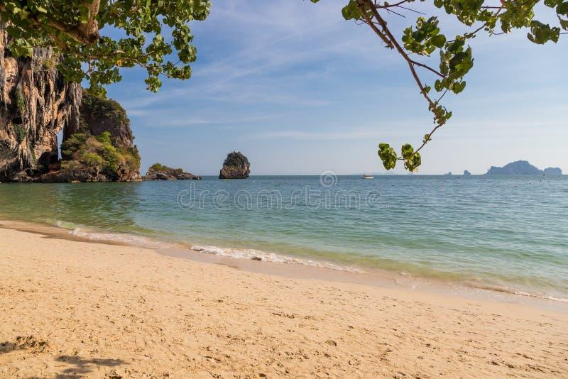 Stillsam Railay strand i Krabi, söder av Thailand royaltyfria foton
