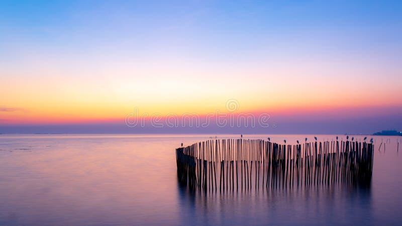 Stillsamt bildfoto av solnedgång- eller aftontid på havet eller havet arkivfoto