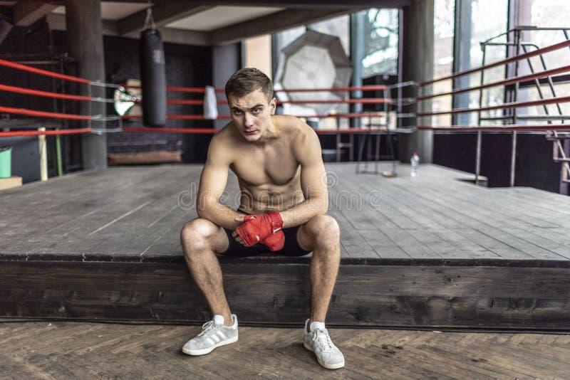 Stillstehender Boxer-Mann lizenzfreies stockfoto