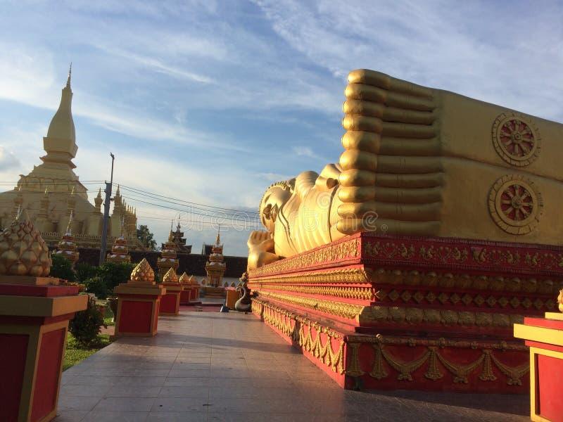 Stillstehender Buddha stockfotografie