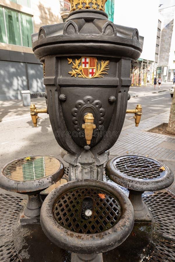 Stilsort de Canaletes - dricka springbrunn - Ramblas Barcelona Spanien fotografering för bildbyråer