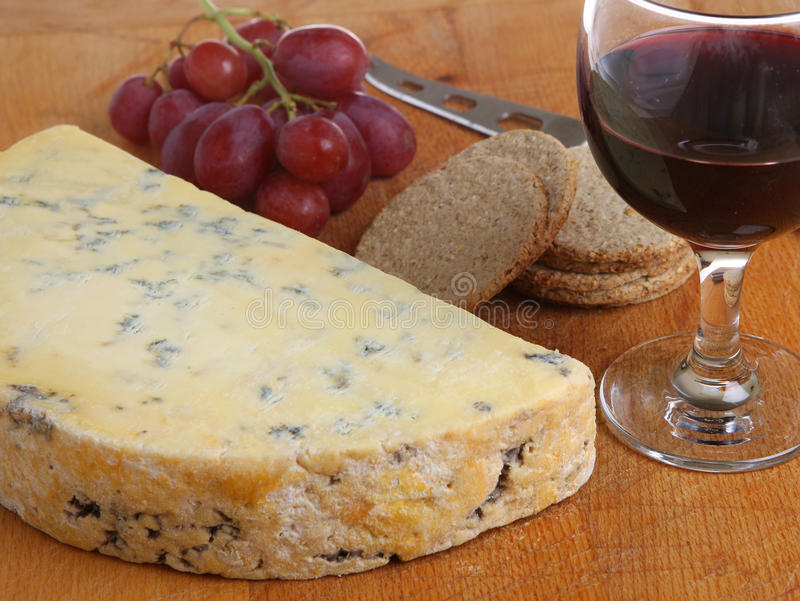 Stilton ser & Portowy wino obraz stock