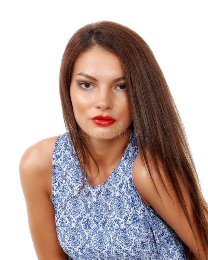 stilvolle Frau des schönen Brunette lokalisiert auf weißem backg stockbild