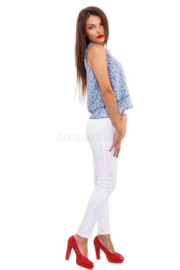 stilvolle Frau des schönen Brunette lokalisiert auf weißem backg stockfotos