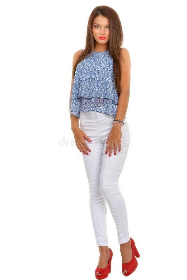 stilvolle Frau des schönen Brunette lokalisiert auf weißem backg lizenzfreies stockbild